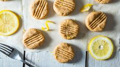 Refreshing and filling, these little no bake cookies pack a powerful dose of yum on a hot summer day. Soaking your cashews overnight helps them to blend better in the food processor and gives your…More Vega Protein Recipes, Smoothie Recipes, Vegan Recipes, Vegan Snacks, Healthy Desserts, Healthy Treats, Peach Frozen Yogurt, Cookie Recipes, Dessert Recipes