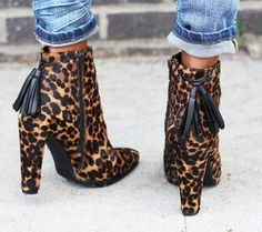 Stuart Weitzman Backflip bootie (via Sincerely, Jules). Sincerely Jules, Crazy Shoes, Me Too Shoes, Stuart Weitzman, Bootie Boots, Shoe Boots, Ankle Boots, Mode Shoes, Style Me
