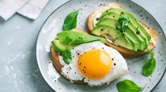 For more energy during the day, pack your diet with healthy metabolism-boosting foods.From tasty dips to nourishing face masks, it seems there is nothing the avocado can't do. The health benefits of … Healthy Foods To Eat, Healthy Snacks, Healthy Hair, Natural Fat Burning Foods, Hangover Food, Metabolism Boosting Foods, Diet Recipes, Healthy Recipes, Brunch Recipes