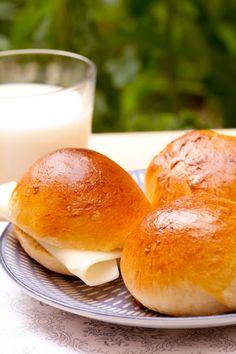 """Pao de Leite, Portuguese """"Bread Milk"""" Perfect with Cheese Croissants, Portuguese Sweet Bread, Portuguese Recipes, Portuguese Food, Wine Recipes, Baking Recipes, Bread Recipes, Food Plus, Sandwiches"""