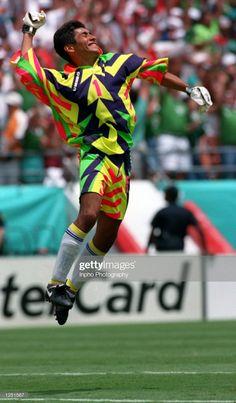 8fe13e35527 Jorge Campos Football Mexicano, Soccer Tips, Soccer Skills, Football Shirts,  Football Cards