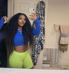 black women with natural curves Curly Wigs, Black Girl Fashion, Body Inspiration, Beautiful Black Women, Beautiful Body, Black Women Hairstyles, Curly Hair Styles, Cute Outfits, Ootd