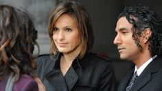 Still of Mariska Hargitay, Naveen Andrews and Valerie Cruz in Law & Order: Special Victims Unit. One of my favorite eps! Olivia Benson, Watch Tv Shows, Mariska Hargitay, Types Of People, Law And Order, Event Photos, Classic Tv, Picture Photo, Celebs