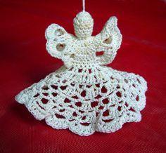 Een eenvoudig haakpatroon van een kerst engel  Haak de engel met katoengaren of met speciaal goud/zilvergaren.  Hoe dikker garen en haaknaa...