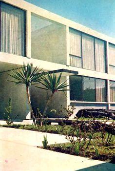 Detalle de la fachada de entrada, Casa habitacion, Farallón 135, Jardines del Pedregal, México DF 1962   Arq. Eduardo Saad Eljure -  Entrance area detail to a private house in the Gardens of Pedregal, Mexico City 1962