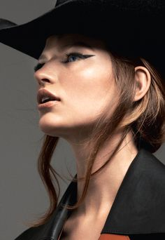 3 Statement Beauty Looks: winged eyeliner & nude lipstick #makeup #hair #hat #style #fashion