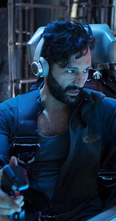 Cas Anvar in The Exp