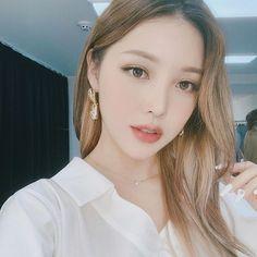 Pony park hye min make up 😜 Makeup Korean Style, Korean Beauty, Asian Beauty, Brunette Beauty, Hair Beauty, Pony Korean, Pony Makeup, Uzzlang Makeup, Beauty Night