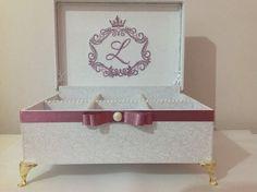 Caixa Bordada branca e rose