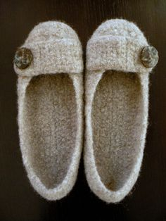 gorgeous slippers http://www.ravelry.com/patterns/library/felted-crochet-slippers