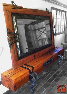 """Nativo Redwood. Arrimo bajo modelo """"Blockwood"""" de madero de una sola pieza de roble rústico con base y flejes de fierro forjado y cajon central de fierro forjado. Dimensiones: 0.35x2.40x0.45 www.facebook.com/nativoredwood"""