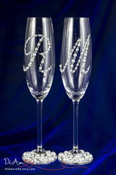 Personalized Wedding Champagne Flutes, Wedding Glasses for Bride and Groom, Glam Wedding Decor, Champagne Glasses, Engraved Champagne Flutes Engraved Champagne Flutes, Wedding Toasting Glasses, Wedding Champagne Flutes, Champagne Glasses, Toasting Flutes, Wedding Bottles, Diy Wine Glasses, Decorated Wine Glasses, Painted Wine Glasses
