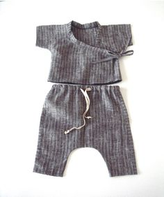 suvi ainoa baby linen kimono sets in striped grey Fashion Kids, Haut Kimono, Vestidos Bebe Crochet, Robes Tutu, Baby Kids Clothes, Kid Styles, Cool Baby Stuff, Baby Sewing, Kids Wear