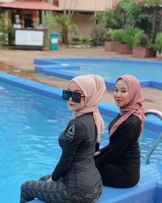 Image may contain: one or more people, pool and outdoor Arab Girls Hijab, Girl Hijab, Muslim Girls, Muslim Fashion, Asian Fashion, Hijab Fashion, Beautiful Muslim Women, Beautiful Hijab, Sexy Asian Girls