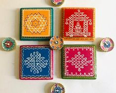 Rangoli With Dots, Simple Rangoli, Diwali Decorations, Flower Decorations, Kolam Rangoli, Tile Coasters, Rangoli Patterns, Acrylic Paint On Wood, Ethnic Decor