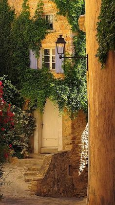 The picturesque village of Barroux, Provence-ALpes Coté d' Azur, France | Flickr - Photo by claudia@flickr