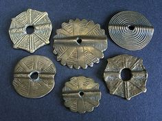 6 ANTIQUE BRONCE BEADS. Tafilalt, MOROCCO. Unusual! Very weared antique bronce beads