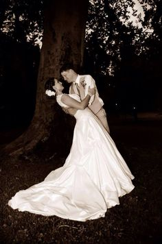 #bride #groom #pose #photography #wedding #rustic #county #fall #reception #HughesMarseeWedding13