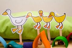 Five little ducks went out one day - {free} printable duck puppets to go with our frogs! Nursery Rhyme Crafts, Nursery Rhymes, Early Learning, Kids Learning, Toddler Activities, Activities For Kids, Toddler Play, Preschool Music, Preschool Literacy
