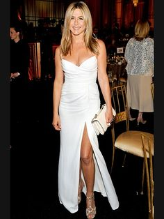 How old is Jennifer Aniston? Her age isn't evident in photos of the actress, who looks forever young. Jennifer Aniston's movies and TV. Jennifer Aniston Style, Jennifer Aniston Wedding Dress, Jennifer Aniston Photos, Jeniffer Aniston, Hot Blondes, Celebs, Celebrities, Belle Photo, Fitness Fashion