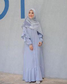 Dari Alyssa Soebandono Hingga Vebby Palwinta, Ini Inspirasi Padu Padan Buasana Hijab Nuansa Biru Untuk Lebaran dari Artis Indonesia Muslim Women Fashion, Islamic Fashion, Mode Abaya, Mode Hijab, Abaya Fashion, Women's Fashion Dresses, Fashion Muslimah, Hijab Style Dress, Hijab Outfit