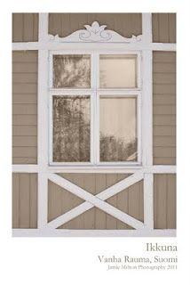 Viisi erilaista vanhaa ikkunapieltä Raumalta.