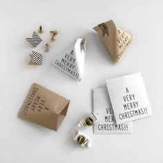 Perfect for wrapping sweets! Best wrapping ideas for petit gifts Minimal Christmas, Christmas Love, Christmas Crafts, Craft Stick Crafts, Diy And Crafts, Paper Crafts, Diy Gift Box, Diy Gifts, Café Brunch