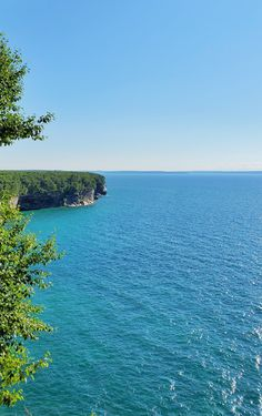 best hikes in pictured rocks. michigan hiking trails. things to do in michigan. upper peninsula, up north. midwest road trip. lake superior. national park vacation. pictured rocks national lakeshore. great lakes vacation. adventure vacation ideas. usa travel destinations. united states. america. Michigan Vacations, Michigan Travel, Backpacking Trails, Hiking Trails, Pictured Rocks National Lakeshore, Indiana Dunes, Picture Rocks, Us Travel Destinations, Vacation Spots