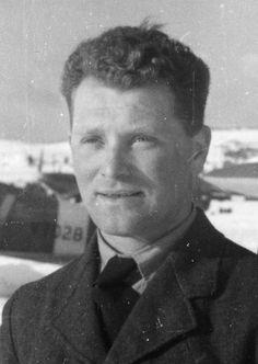 Zbrojíř Jan Prokop, který byl ve Francii oceněn válečným křížem za sestřel německého bombardéru nalétávajícího na Prokopovo letiště. Komunisté ho v Československu odsoudili, za mřížemi pobyl 17 let.