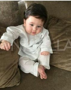 #Taimur Ali Khan I have never seen such a beautiful and cute kid ever . Royalty in true sense took media by storm!!!!