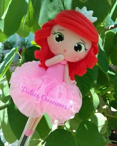 Ariel!  Bolígrafo Decorado. Hecho por Mary Reyes. Pasta flexible,porcelana fria, biscuit. Polymer Clay Miniatures, Polymer Clay Charms, Foam Crafts, Diy And Crafts, Clay Pen, Pencil Toppers, Clay Figurine, Diy Hair Bows, Pasta Flexible