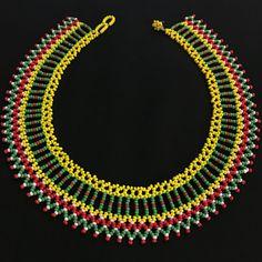Collar de abalorios / Mandala de cuentas americano nativo / trabajo / /Colombian Embera collar perlas / Cuellos Embera African Necklace, Beaded Crafts, Beaded Collar, Beaded Jewelry Patterns, Bead Art, Creations, Handmade Jewelry, Beaded Necklace, Jewelry Making