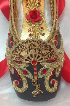 Nutcracker Spanish themed decorated pointe shoe from Designs En Pointe