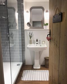 35 Beauty Cottage Bathroom Design Ideas - Modern Home Design Bad Inspiration, Bathroom Inspiration, Downstairs Bathroom, Small Bathroom, Bathroom Ideas, Cozy Bathroom, Bathroom Remodeling, Bathroom With Wood Floor, Bathroom Designs