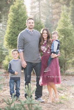 family portrait, mom with boys photoshoot, christmas card picture, christmas card photoshoot inspiration, photoshoot in christmas tree farm, tulle