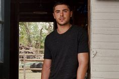 14 Pics of Zac Efron Looking Hot in The Lucky One