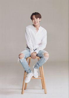 6 ARMY ROOM #jhope #bts #hoseok K Pop Idol, My Idol, Kookie Bts, Bts Bangtan Boy, Jung Hoseok, Seokjin, Boy Scouts, J Hope Smile, J Hope Dance