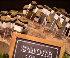 An easy way to display this yummy summer camp theme desert. Who doesn't love s'mores! #Engage14 #BizBash Photography credit: Tammy Swales/Engage!