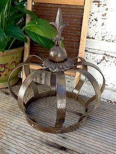 """crown"" garden art 