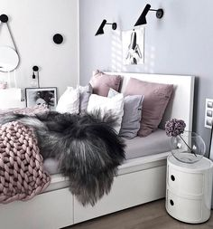 Teen bedroom themes must accommodate visual and function. Here are tips to create the coolest teen bedroom. Home Bedroom, Bedroom Decor, Bedroom Themes, Bedroom Inspo, Bedroom Ideas Purple, Teen Bedroom Colors, Light Gray Bedroom, Bedroom Chair, Bedroom Furniture