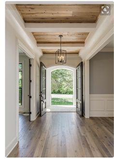 Country Modern Home, Country Style Homes, Modern Farmhouse Style, Farmhouse Chic, Style At Home, Home Decoracion, Entry Way Design, Farmhouse Interior, Farmhouse Ideas