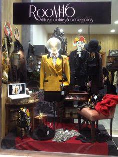 vetrina di abbigliamento vintage. foto scattata a Marano di Napoli (it).Presso (room46vintage). Facebook/Instagram
