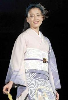 Rie Miyazawa 宮沢りえ Japanese Costume, Japanese Kimono, Cute Woman, Costumes For Women, Saree, Lady, Womens Fashion, Beautiful, Sari