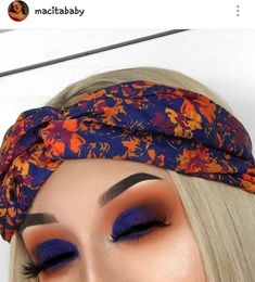Dark blue + orange shadow : tropical eye shadow yhe perfect makeup look for summer.