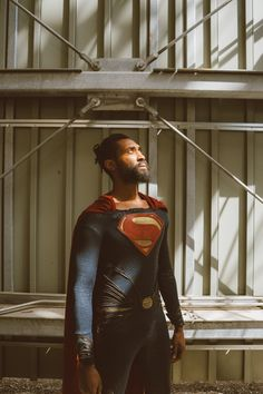 photo by Joe Johnson Man of Steel cosplay by Jonathan Belle Black Superman, Superman Logo, Val Zod, Superman Cosplay, Joe Johnson, Superman Movies, Clark Kent, Man Of Steel, Dc Comics