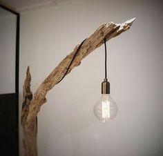 Lampadaire bois flotté provenant de la Seine ; ) Contrairement au bois flotté de la mer qui est sain, le bois mort qui provient de la Seine doit être traité contre les petits - 17490406