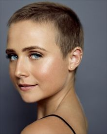 Try Something New With These Women Alternative Hair That Are Trending - Stylendesigns Super Short Pixie, Very Short Hair, Short Hair Cuts, Short Hair Styles, Haircut For Older Women, Older Women Hairstyles, Long Buzz Cut, Buzz Cut Hairstyles, Shaved Head Women