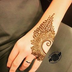 Mehndi design makes hand beautiful and fabulous. Here, you will see awesome and Simple Mehndi Designs For Hands. Mehndi Designs Book, Finger Henna Designs, Simple Arabic Mehndi Designs, Mehndi Designs For Girls, Mehndi Designs For Beginners, Modern Mehndi Designs, Mehndi Design Pictures, Mehndi Designs For Fingers, Beautiful Henna Designs