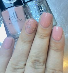 Petite pause de vernis self pour cette semaine 🌸 Elf, Prissy Chrissy et le Elf, Dream Maker 💅🏽 #elf #elfcosmetics #elfcosmetic #elffrance #vernis #onglescourts #polish #gris #lauriane #lauriane_nails #nail #nails #naturel #nailpolish #pink #rose #elfprissychrissy #elfdreammaker