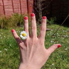 A dear dear friend just got engaged during lockdown with a daisy! Which just goes to show you don't need to wait for a ring to pop the question! 🌼 We couldn't be happier for the marvellous couple. Isn't it wonderful too that magical things like this are still happening despite the circumstances. See you soon! & Congratulations! 🍾